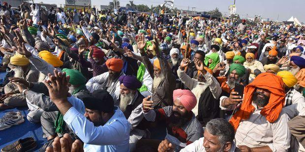 Des milliers d'agriculteurs sont venus des Etats du Pendjab et de l'Haryana manifestent en Inde.