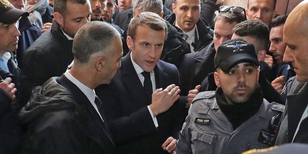 """""""C'est la France ici"""" : 4 choses à savoir sur l'altercation entre Macron et un policier à Jérusalem"""