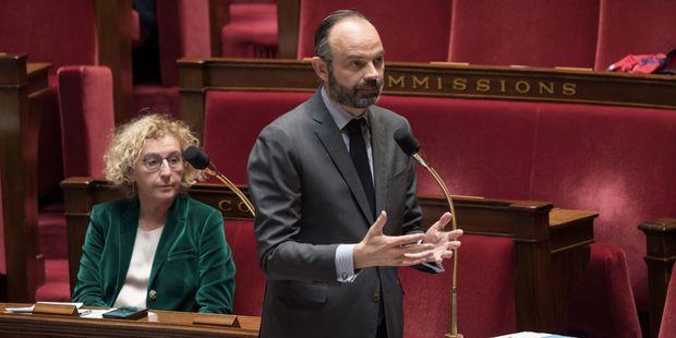104 parlementaires écrivent à Edouard Philippe pour réclamer la régularisation des sans-papiers.