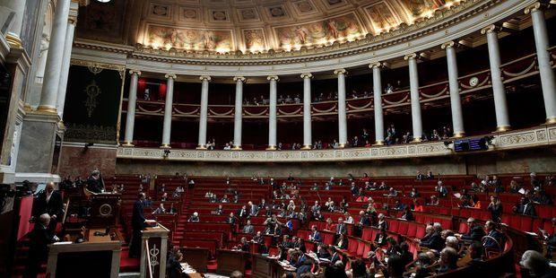 La loi bioéthique largement adoptée à l'Assemblée, malgré des divisions dans chaque camp