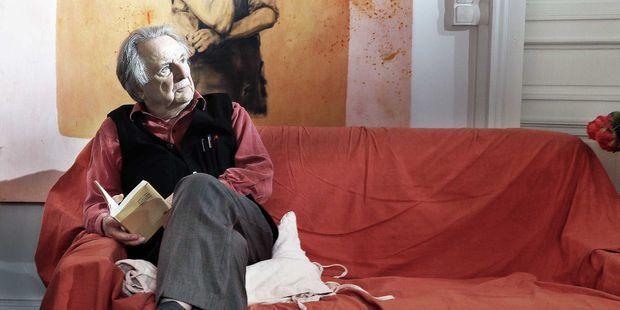 Le philosophe Régis Debray chez lui à Paris, en 2017.