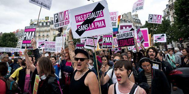 PMA : les 3 blocages qui persistent pour les familles homoparentales après le vote de la loi