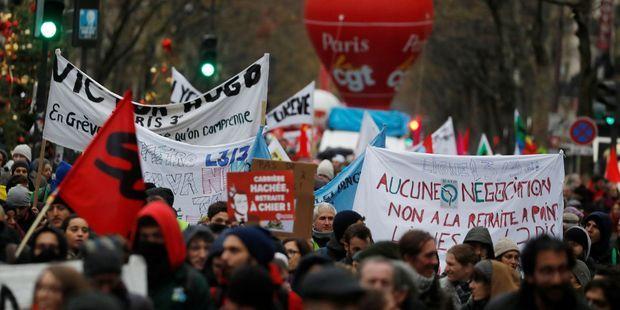 SONDAGE. Après les annonces d'Edouard Philippe, les Français soutiennent toujours les grévistes