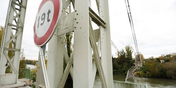 """Pont effondré : """"Avec un GPS obligatoire à bord, le chauffeur du camion n'aurait eu plus aucune excuse"""""""