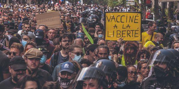 200.000 manifestants ont défilé contre le passe sanitaire dans toute la France, une mobilisation en hausse