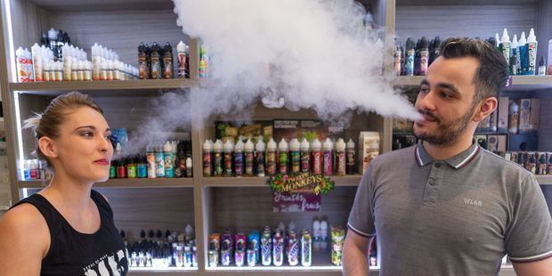Cigarettes électroniques : dans le labo des vapoteuses