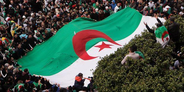 """Appel du chef d'état-major à un départ de Bouteflika : """"L'armée cherche à calmer les manifestants"""""""