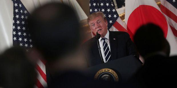 Pourquoi le Japonais Shinzo Abe déroule-t-il le tapis rouge pour Donald Trump?
