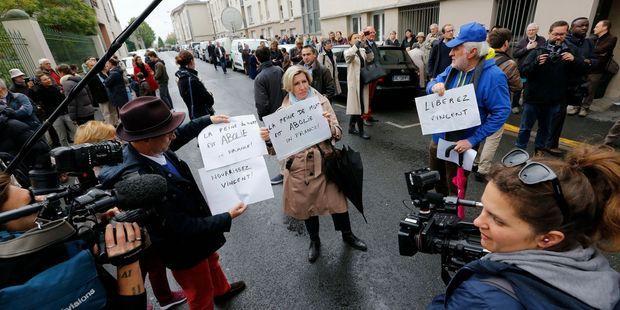 A une semaine des européennes, l'affaire Lambert devient un enjeu politique