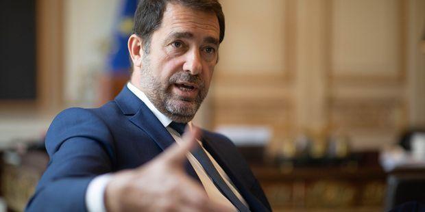 Le ministre de l'Intérieur Christophe Castaner dans bureau.