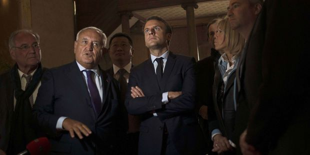"""Jean-Pierre Raffarin : """"Au G7, Macron ne peut pas se contenter d'un coup de poing sur la table"""""""
