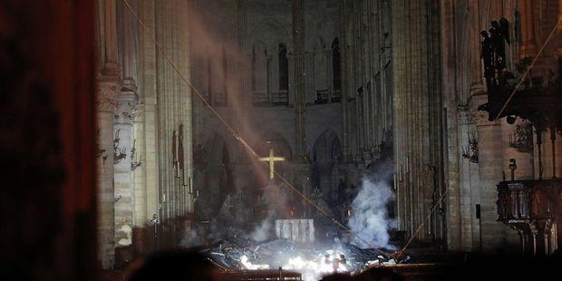 Notre Dame de Paris en flammes ! (15/04/19) A-l-interieur-de-Notre-Dame-de-Paris-de-nombreux-degats-mais-le-pire-a-ete-evite