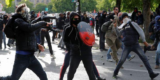 Des militants anti-loi Travail interdits de manifester mardi à Paris