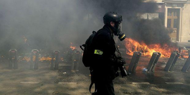 Gilets jaunes : des journalistes blessés par les forces de l'ordre portent plainte
