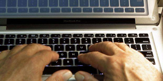 Internet : comment le parquet de Paris et le gendarme de la Bourse traquent les nouveaux escrocs